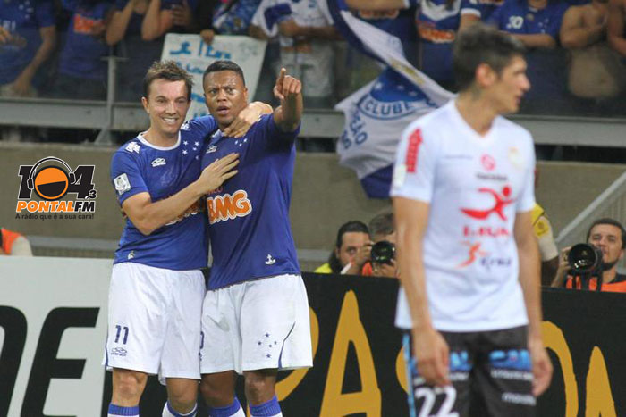 Cruzeiro atropela Garcilaso no 1� tempo e se classifica
